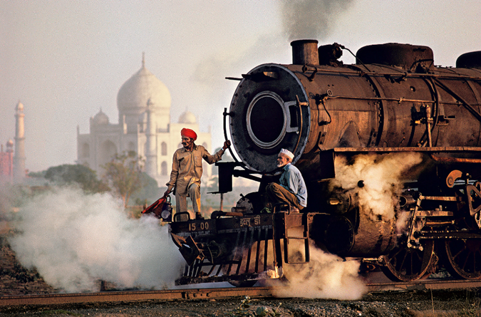 Taj Mahal and train in Agra, 1983. Credit Steve McCurry