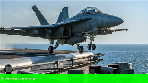 Hình 1: Máy bay quân sự Mỹ rơi tại Vịnh Ba Tư