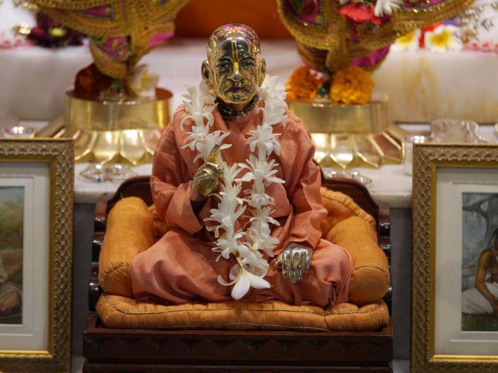 ISKCON New Govardhan Deity Darshan 16 Dec 2015 (17)