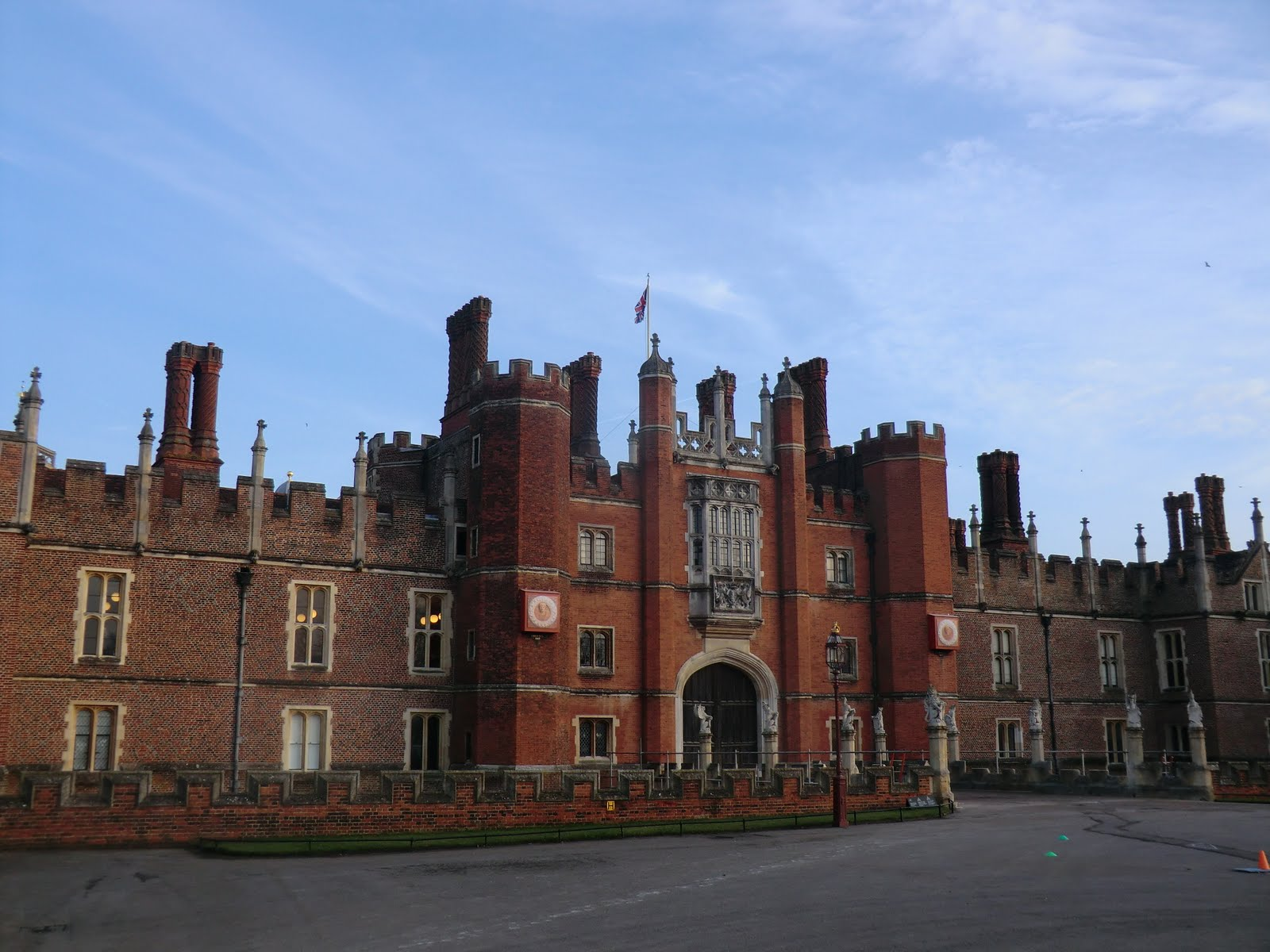 CIMG6617 Tudor Gatehouse, Hampton Court Palace