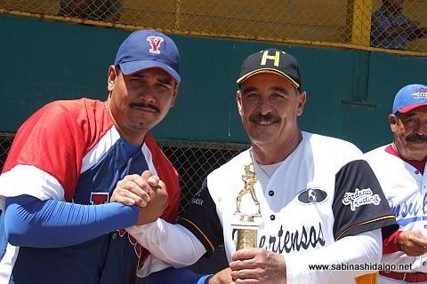 Melchor Ibarra campeón pitcher en el softbol de veteranos