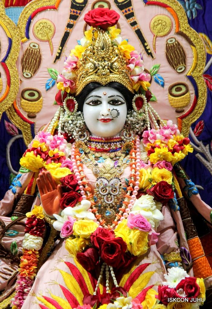 ISKCON Juhu Sringar Deity Darshan 10 Jan 2017 (41)
