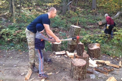 chopping_wood.jpg.662x0_q70_crop-scale
