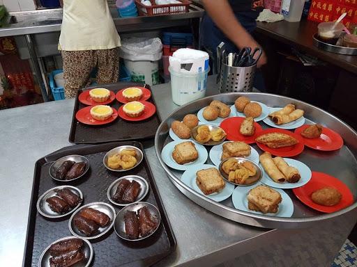 Inside Restaurant Aik Hoe at Georgetown Penang