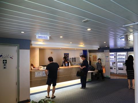 新日本海フェリー「らいらっく」 3階フロント