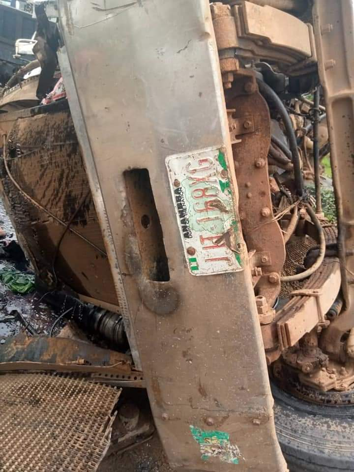 Accident Along Obosi, Anambra: Four People Feared Dead, Others Injured (Photos)