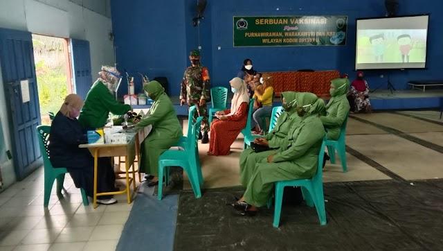 Babinsa Kodim 0913/PPU Dampingi Pelaksanaan Vaksinasi Bagi Purnawirawan, Warakawuri Dan KBT Serta Lansia