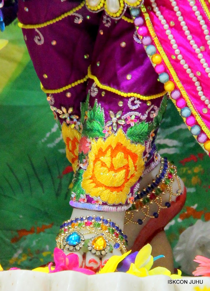 ISKCON Juhu Mangal Deity Darshan on 25th Aug16 (1)