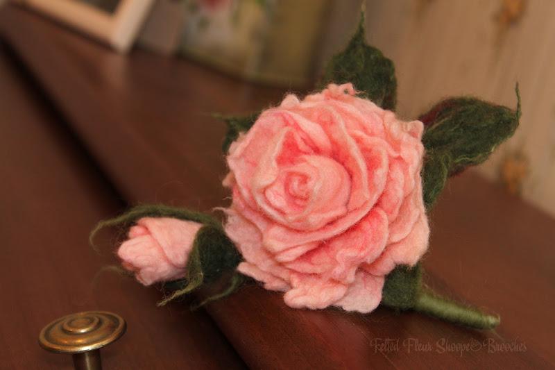 """Войлочная брошь """"Чайная роза"""". Валяние из шерсти. Автор: Елена Потапова"""