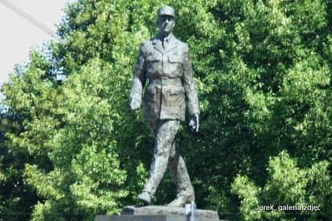 Pomnik Charles