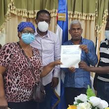 Indesur  entrega donación de RD$ 300 Mil a autoridades y representantes de juntas de vecinos de Duvergé