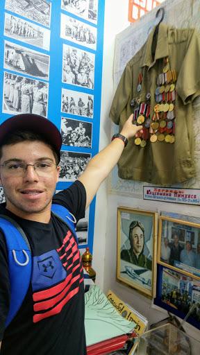 04 Школьник из Бостона нашел в музее такие же ордена, как у прадедушки.jpg
