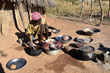 Na kurzu vaření se ženy učí, jak vařit výživné pokrmy z místně dostupných surovin. (Foto: Tereza Hronová, ČvT)