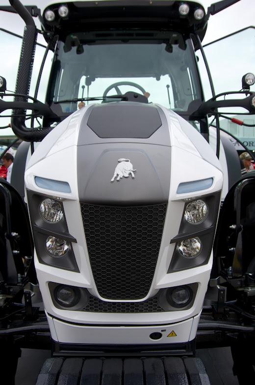 ランボルギーニ・トラクターの顔