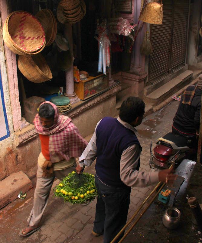 #Varanasistreetscene #Varanasistreetphotography #Uttarpradeshtourism #Varanasitourism #travelbloggersindia
