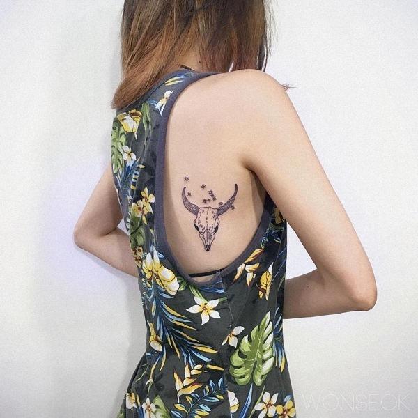 esta_feminino_cabra_tatuagem_de_caveira