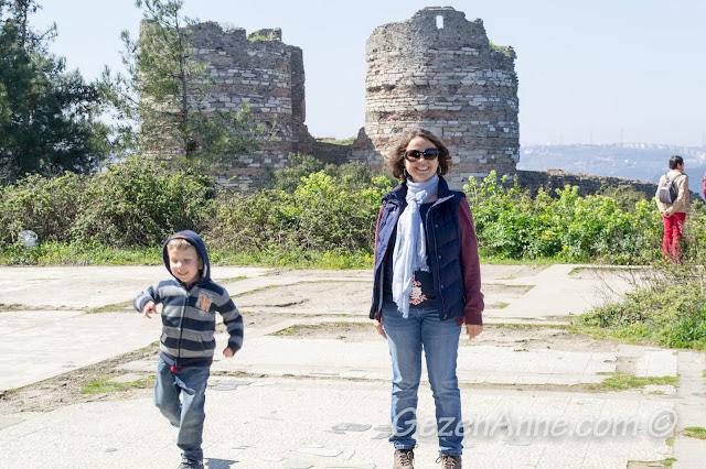 Yoros Kalesi'nde dolaşırken, Anadolu Kavağı