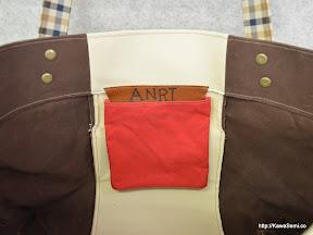 内ポケットは赤、映えています。