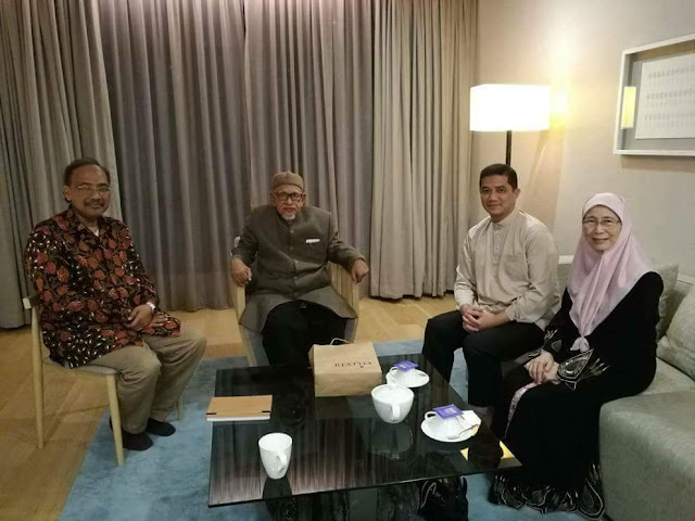 Tuan Guru Presiden PAS menerima kunjungan Wan Azizah Dan Azmin