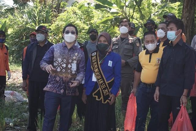 World Cleanup Day 2021, Kegiatan Desa Barasih Dilaksanakan Mahasiwa Bersama Bupati HST
