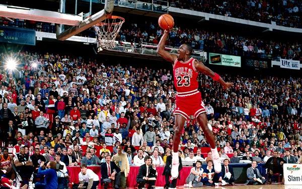 Michael Jordan volando