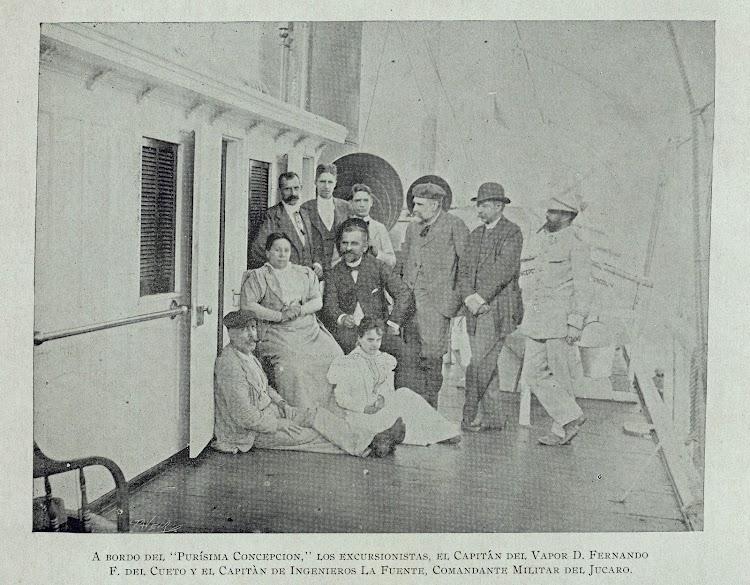 El capitan Cueto a bordo del PURISIMA CONCEPCION. Foto del Album de la Trocha. Breve reseña de una excursión feliz. University of Miami.jpg
