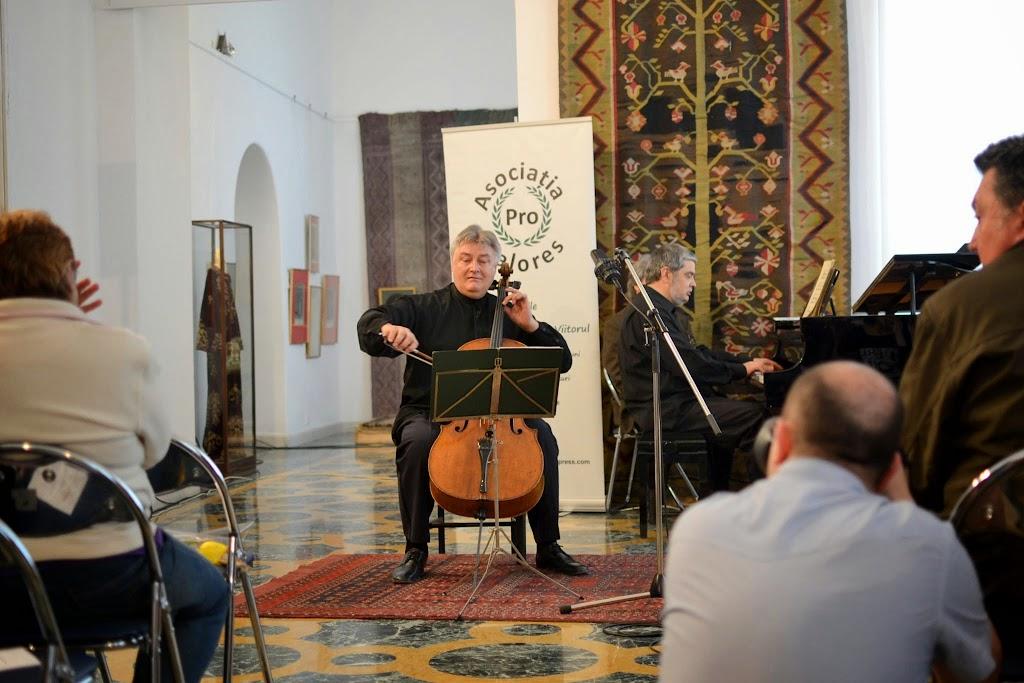 Violoncelistul Dan Cavassi - (203)