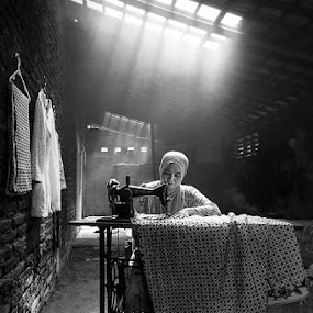 Sewing by Andi Kurniadi - Black & White Portraits & People ( sewing, vintage, black and white, woman, ray of light )