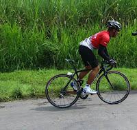Menaklukkan tanjakan dengan sepeda