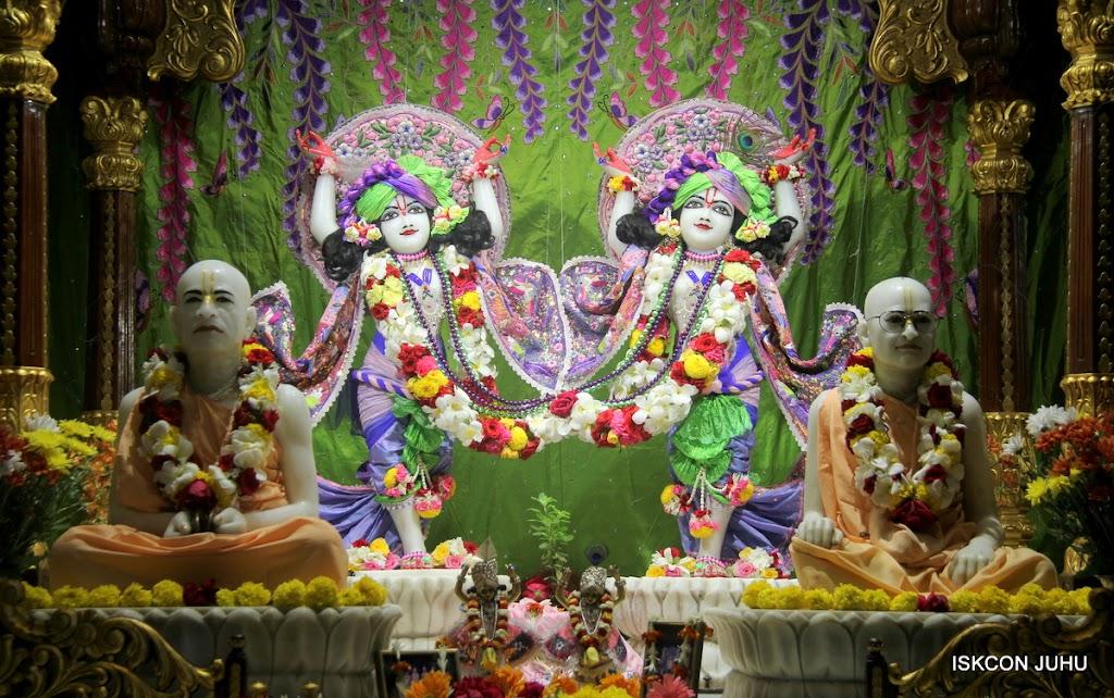 ISKCON Juhu Sringar Deity Darshan on 30th June 2016 (31)