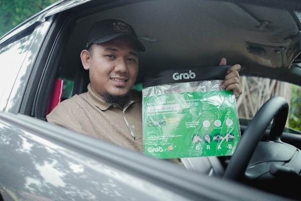 Fajar Shiddiq, Driver Grab Penakluk Keterbatasan