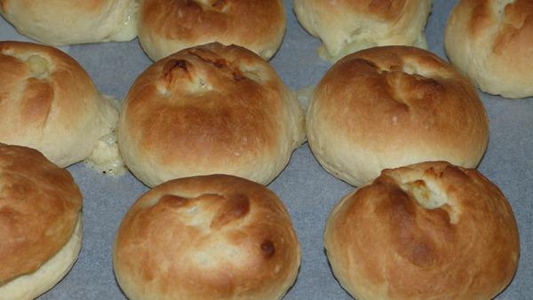 Готовые пирожки из дрожжевого теста