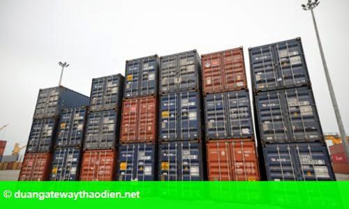 Hình 1: Hàng nghìn container phế liệu bỏ hoang ở cảng