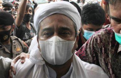 Habib Rizieq Dituntut 10 Bulan Penjara, Sang Pengacara Beberkan Kejanggalan