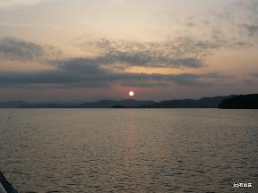 2009/8/19の夕日です。それでもしっかりと主張する夕日でキレイでした。