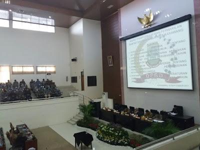 Belasan Anggota Dewan Mangkir di Sidang Paripurna