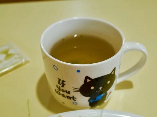 マグカップに入れられたスープ