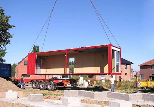 K tszintes 200nm es modern h z 8 piros kont nerb l for Maison container 64