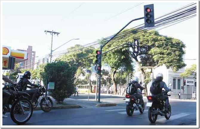 avancando-a-faixa-de-pedestres