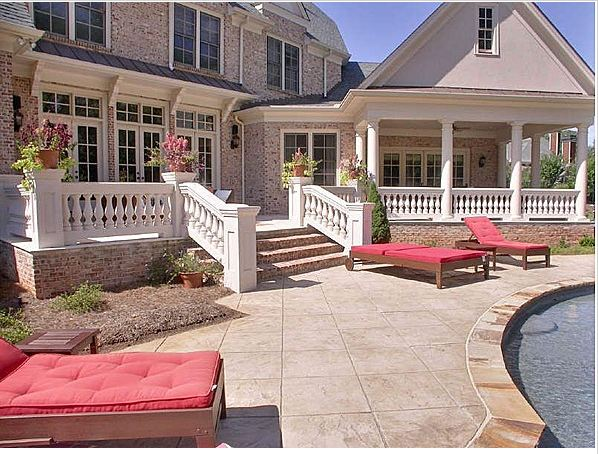 Pay Attention To: Kim Zolciak's New 11,000 Sq. Ft. House?