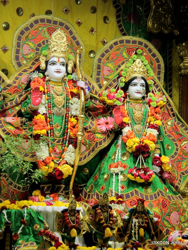 ISKCON Juhu Sringar Deity Darshan on 18th Jan 2017 (36)