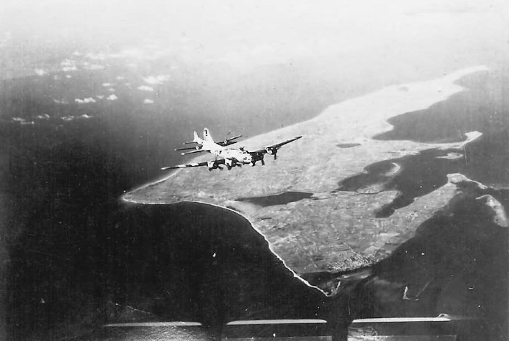 452nd_Bomb_Group_B-17_Bombers_Heading_To_Swinemunde_1945