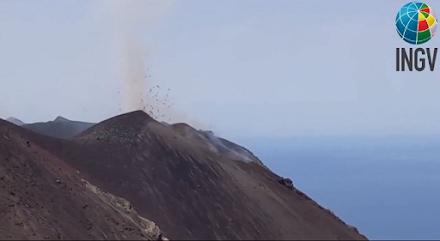 Ιταλία : Το ηφαίστειο Στρόμπολι παρουσιάζει σημάδια έντονης ηφαιστειακής δραστηριότητας