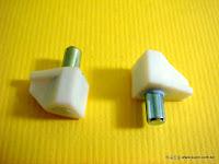 裝潢五金品名:木板擱板粒材質:PVC+鋅合金顏色:白色玖品五金