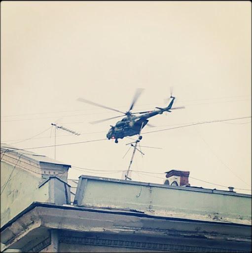 Почему летают вертолеты над центром Москвы