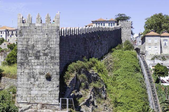 Castillo y Funicular dos Guindais. Oporto