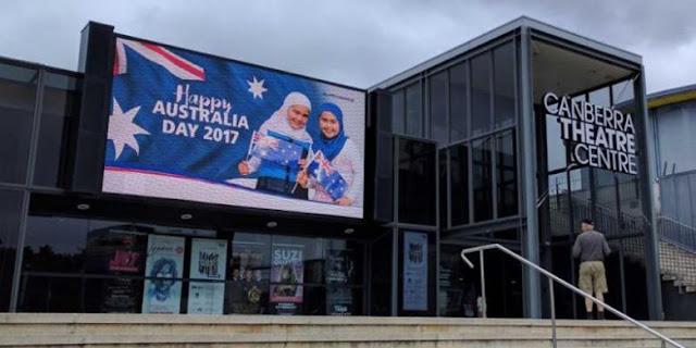 Papan Reklame Gadis Berhijab di Teater Canberra Australia Picu Ancaman Kekerasan