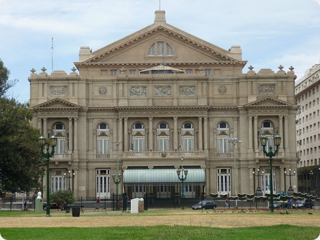 Teatro_Colon,_Plaza_Lavalle,_Buenos_Aires