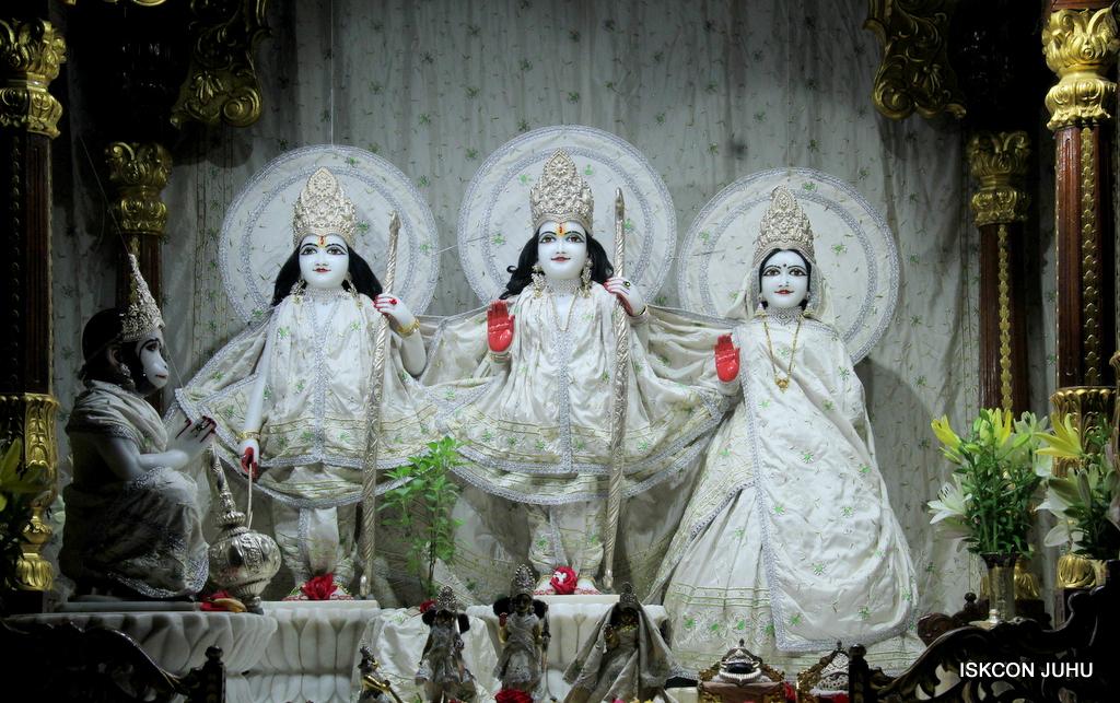 ISKCON Juhu Mangal Deity Darshan on 21st Oct 2016 (4)