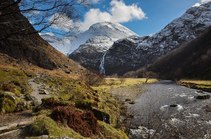 Steall Falls y Ben Nevis, Escocia